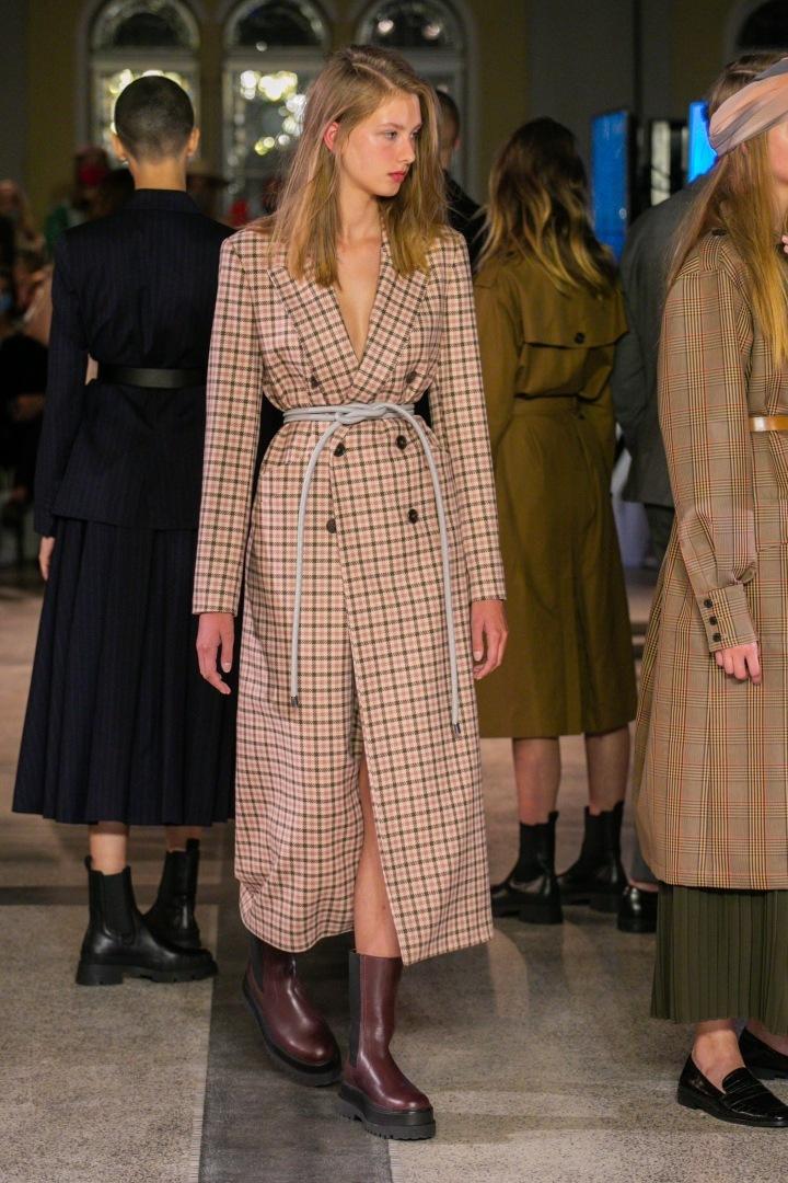 Žena v kostkovaném kabátu Pietro Filipi