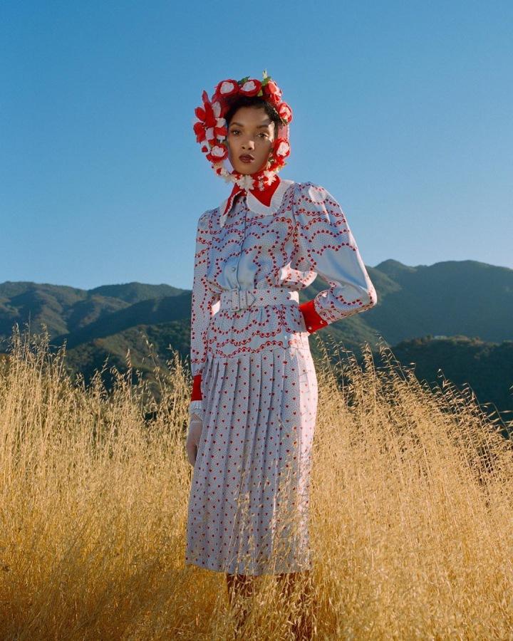 Žena v puntíkatých šatech Rodarte