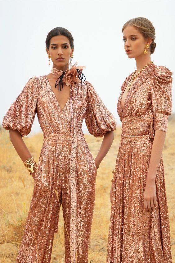 Ženy v růžových šatech Elie Saab SS2021