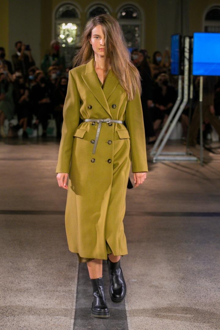 Žena v zeleném kabátu Pietro Filipi