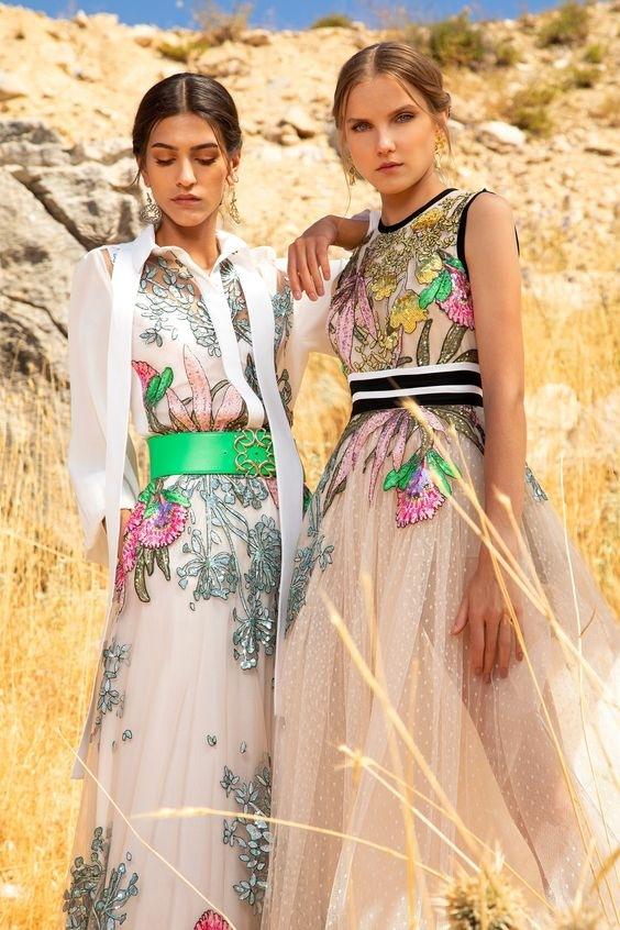 Ženy v květinových šatech Elie Saab SS2021