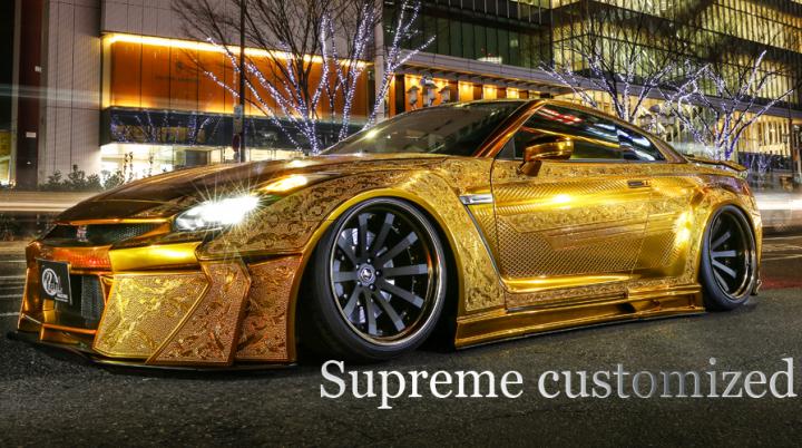 Zlatý Nissan GT-R