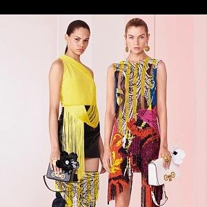 Extravagantní móda Versace.