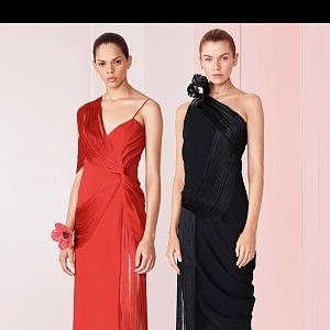 Večerní šaty Versace.
