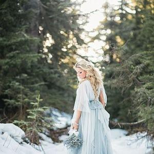 Světle modrá působí se sněhem romanticky