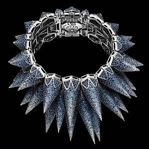 Detail hodinek safírová verze