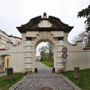 Praha Bubeneč, brána Císařského mlýna