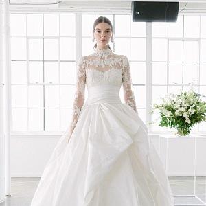 Luxusní šaty s velkou sukní.