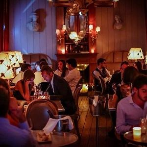 Komorní atmosféra v restauraci Kong.
