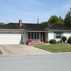 V roce 1976 Steve Jobs založil Apple Computer ve své garáži se Stevem Wozniakem