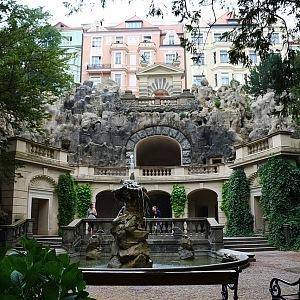 Grébovka, Fontána a Grotta