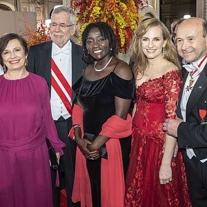 Doris Schmidauer, Bundespräsident Alexander Van der Bellen, Auma Obama, Maria Großbauer, Dominique Meyer