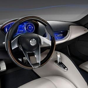 Maserati a přední část vozu