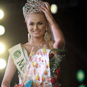 V roce 2012 zístala titul Miss Earth.
