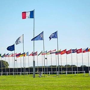 Vlajky národností, které studují na Ecole des Roches