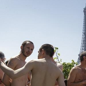 Nudisté, hurá do Paříže!