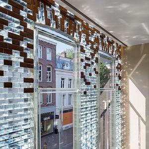 Křišťálový dům je ze skleněných cihel