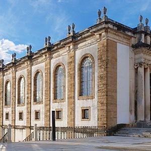 Přední fasáda budovy knihovny, Biblioteca Joanina, Coimbra, Portugalsko