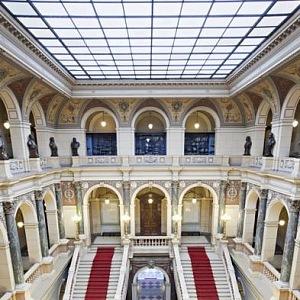 Luxusní interiér budovy NM