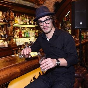 Když jde Kraus do baru, pije většinou limonády.