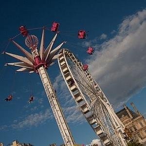Kolotoče v lunaparku Foraine des Tuileries.