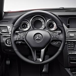 Interiér vozu Mercedes-Benz třídy E