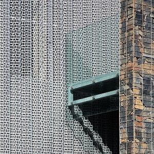 3D fasáda z trapézového perforovaného plechu
