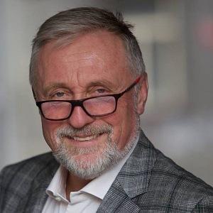 Mirek Topolánek byl mimo politiku celých osm let.