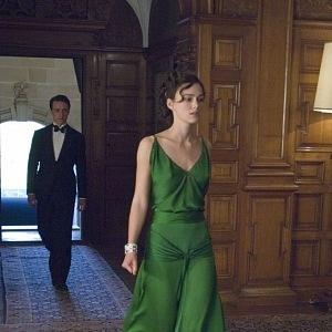 Keira Knightley, Pokání, šaty J. Durran