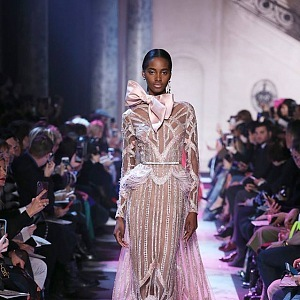 Božská krása luxusních šatů Elie Saab
