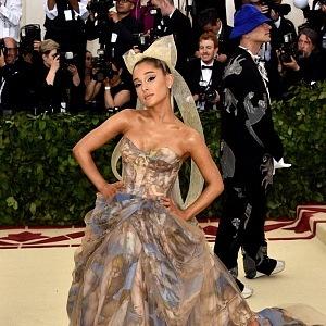 Zpěvačka Ariana Grande, šaty Vera Wang