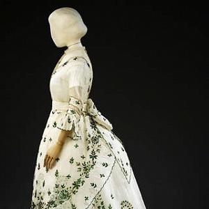Mušelínové šaty z Velké Británie, 1868-1869