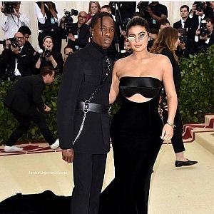 Travis Scott s Kylie Jenner, šaty Alexander Wang