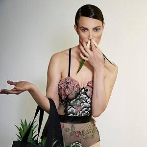 Kolekci tvoří objemné shopper bag