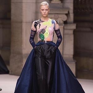 29eff21267cb Galia Lahav a její velkolepá kolekce Haute Couture plná luxusního ...