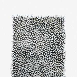 Günther Uecker, Pole 05, 2005, dřevo, hřebíky, barva, 40 × 30 cm
