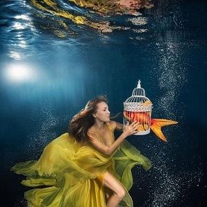 Photoshooting under the water with Lucie Vondráčková