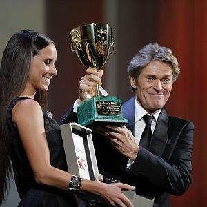 Ocenění za nejlepšího herce na festivalu obdržel Willem Dafoe