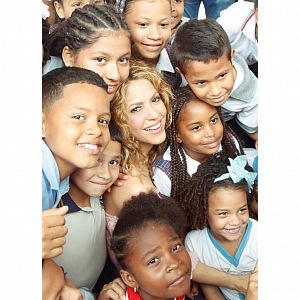 Shakira helps children
