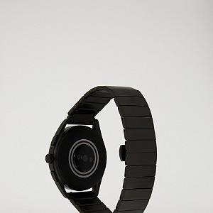 Sportovnější varianta s černým gumovým páskem