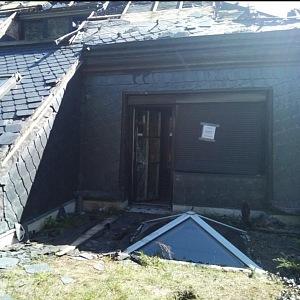 Dům zasáhl v létě požár.