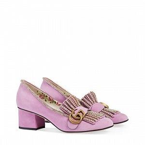 Moderní boty se zdobením.