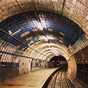 Tenhle tunel v londýnské podzemce vypadá jak z hororu.