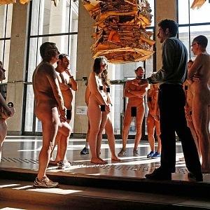Výstava pro nudisty - Palais de Tokyo