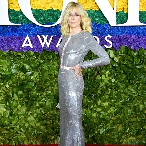 Judith Light - šaty Badgley Mischka