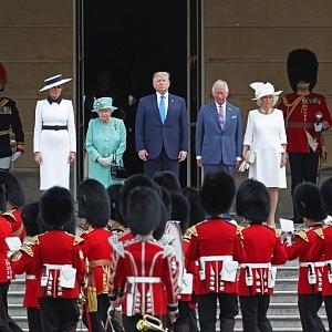 V Buckinghamském paláci si potrpí na tradice a ceremonie.