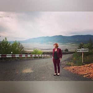 Lenka během natáčení seriálu Zrádci