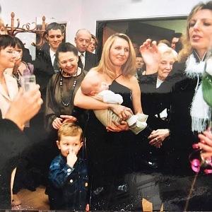 Boušková vozila po svých sólových koncertech po celém světě i své děti.