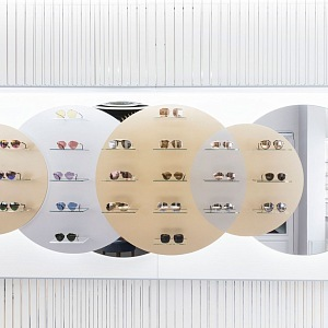 Dior otevřel v Paříži butik s brýlemi