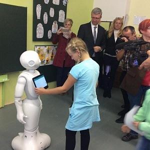 Nová robotická učitelka sklízí úspěch.